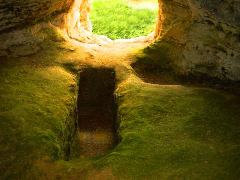 A Tomb 17 june 04